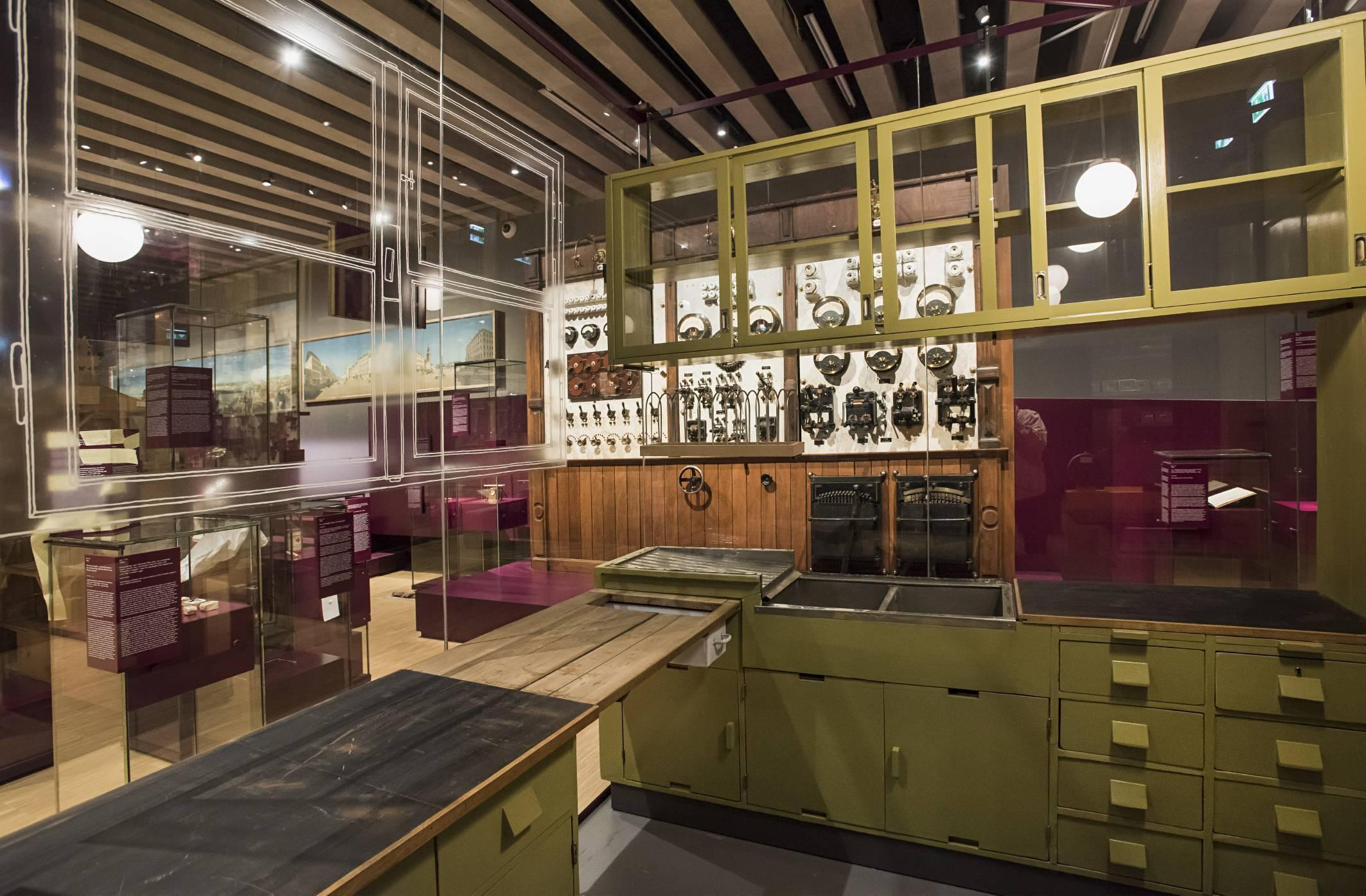 Die Frankfurter Küche in 100 x Frankfurt im Historischen Museum Frankfurt