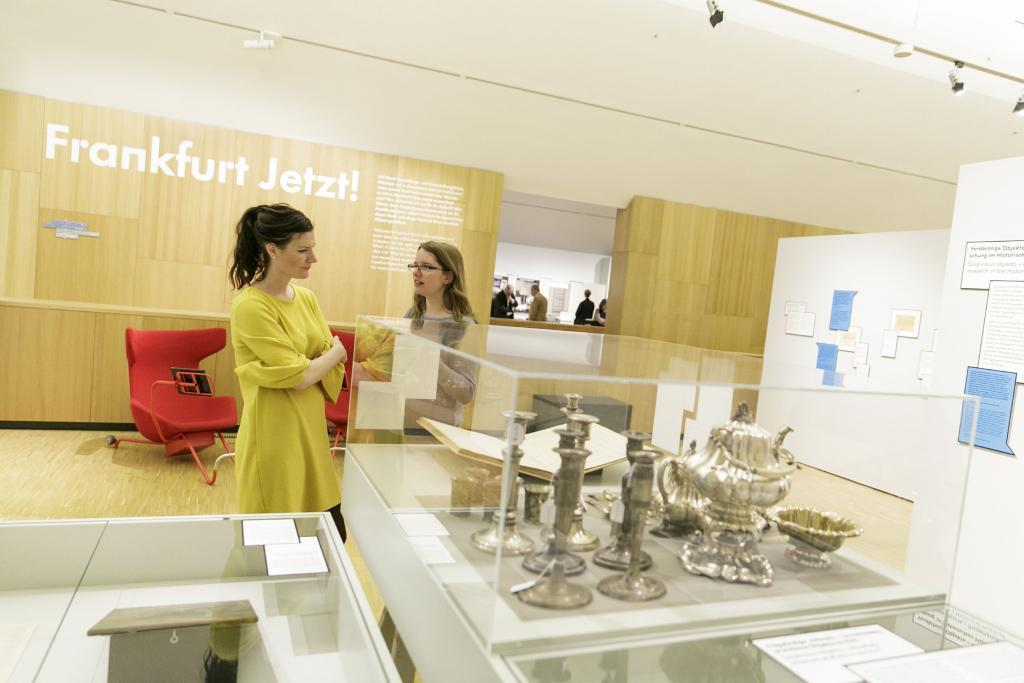 Besucherin in der Ausstellung (c) HMF, Stefanie Kösling