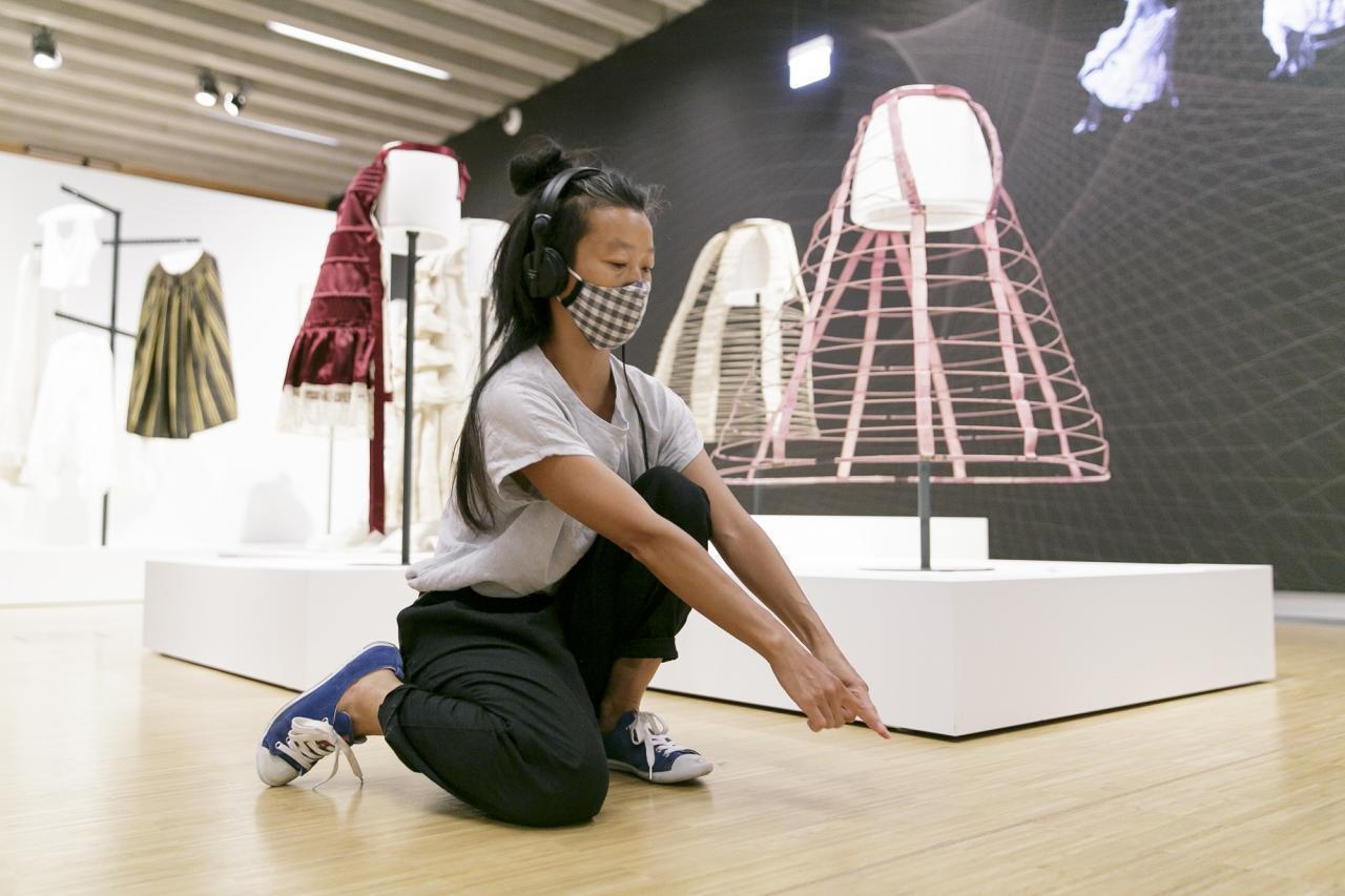 Künstlerin Laurie Young, Audio-Walk in Kleider in Bewegung © HMF, Stefanie Kösling